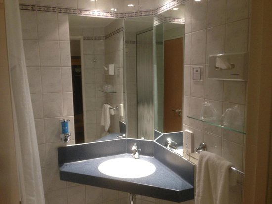 Holiday Inn Express Bristol - North: Room 146
