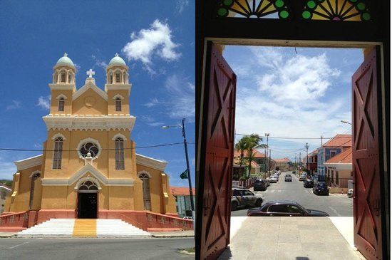 Poppy Hostel Curacao: View fo and from inside the Santa Famia Church at the end of the street.