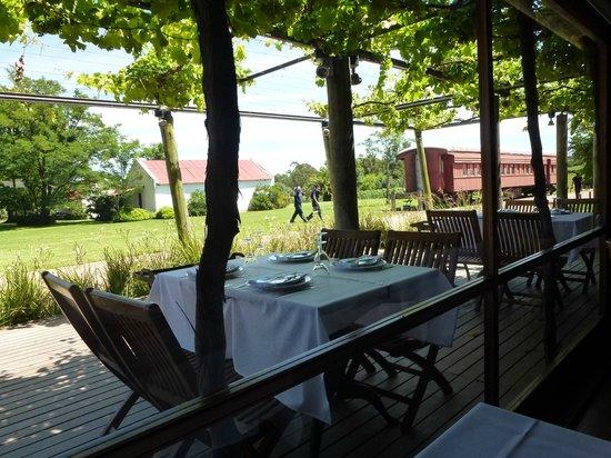 Bodega Bouza: Parte externa do restaurante