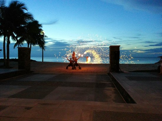 InterContinental Fiji Golf Resort & Spa: Fire Dancing Performance