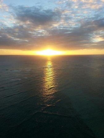 Sheraton Waikiki : Sunset from the balcony