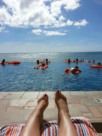 Sheraton Waikiki : Enjoying my cabana at the infinity pool