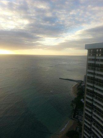 Sheraton Waikiki : View from 30th floor balcony
