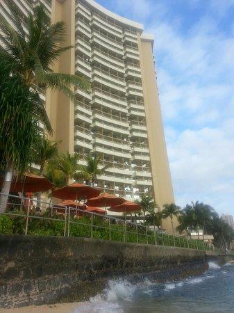 Sheraton Waikiki: Hotel from ocean