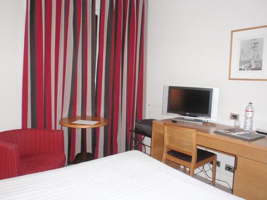 Hotel Ercilla : Habitación - zona escritorio