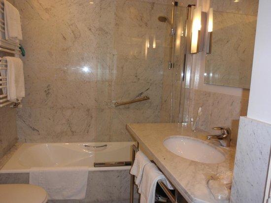 Hotel Ercilla : Cuarto de baño