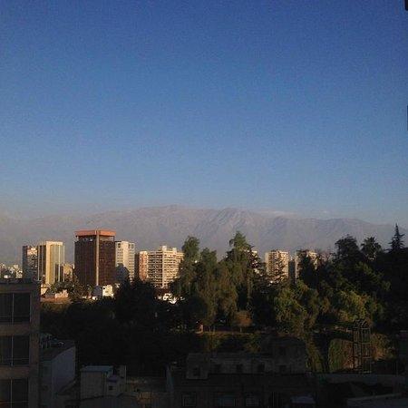 Apart Urbano Bellas Artes: Essa foi a vista do nosso apartamento para o Cerro Santa Lucía
