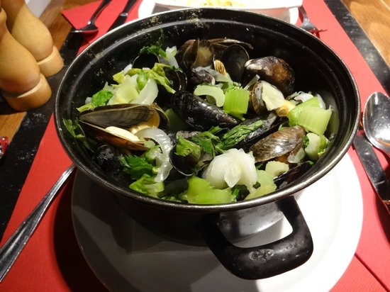 Singe D'Or: Mussels in White Wine