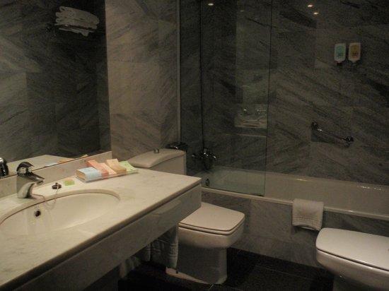 Hotel Balmoral: Baño - Habitación primer piso