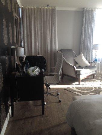 Hotel Deco XV: Small desk