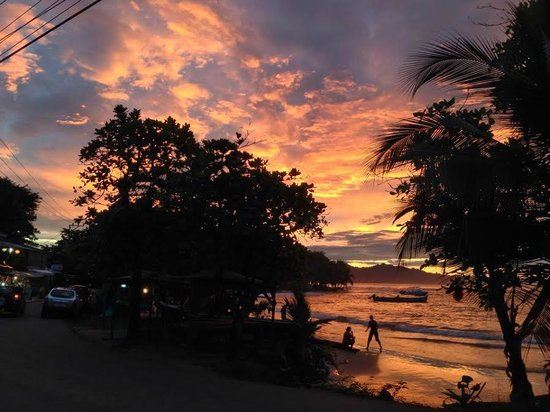 KOKi Beach Restaurant & Bar: Atardecer