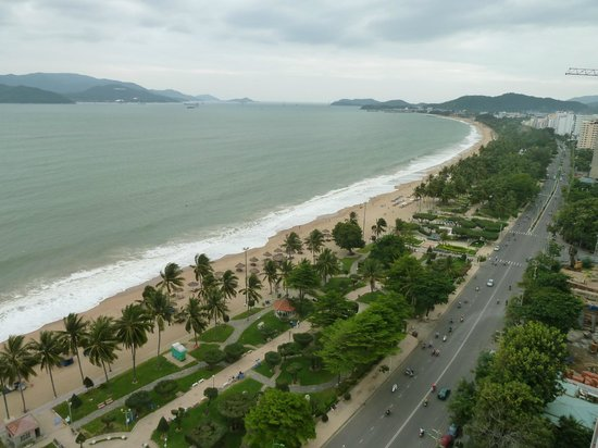 high waves in december picture of nha trang beach nha. Black Bedroom Furniture Sets. Home Design Ideas