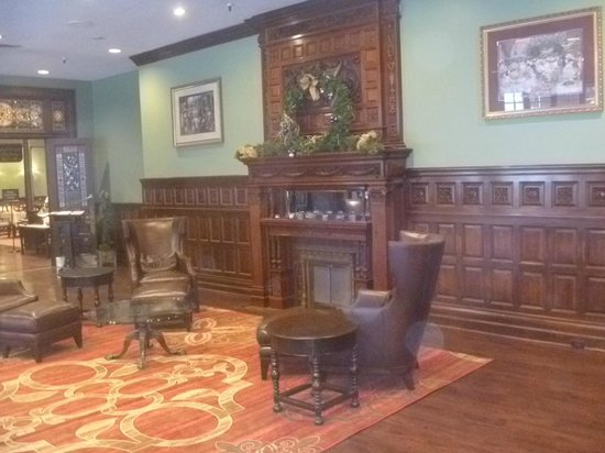 The Inn at the Peak: Royal Court Dining Room lobby
