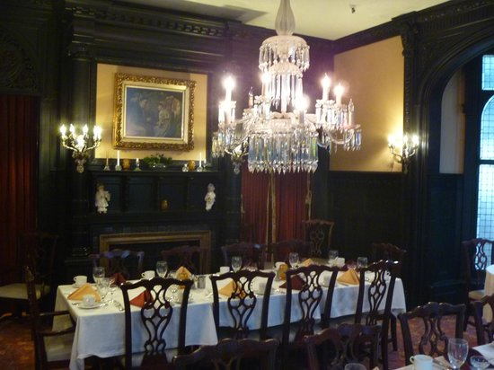 The Inn at the Peak: Royal Court Dining Room (Ebony room)