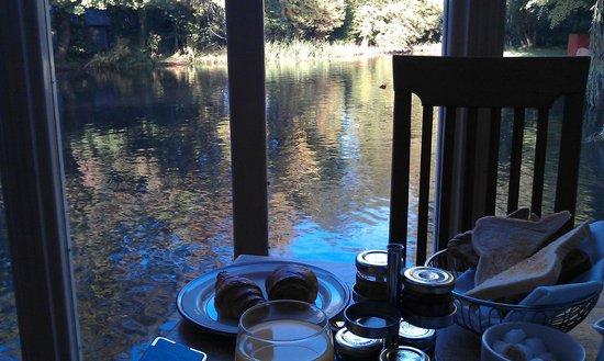 The river bar restaurant Newbury Manor Hotel
