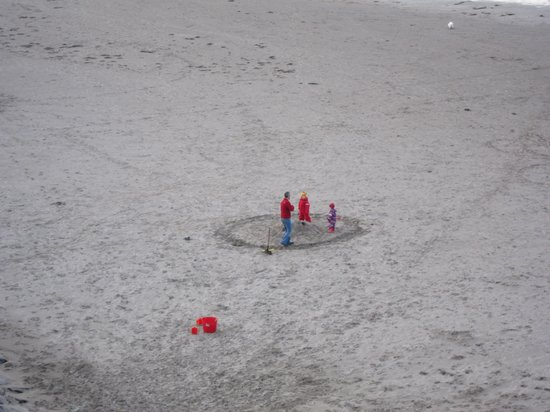 Ceol Na Mara Guesthouse: fun on thee beach even in Winter