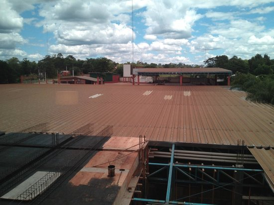 Grand Crucero Iguazu Hotel: View from room of construction in back
