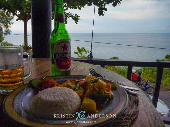 Beten Waru Bungalows and Restaurant: pork satay dinner & view from restaurant