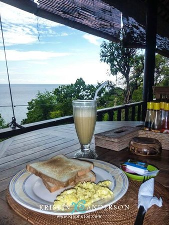 Beten Waru Bungalows and Restaurant: breakfast & view from restaurant
