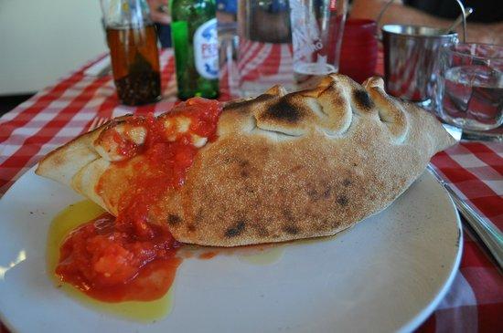 Ristorante Pizzeria Paradiso Da Toni: Got to try the Calzone!