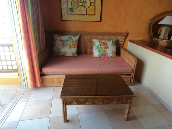 Caribe Club Princess Beach Resort & Spa: Sitting area with pull out bed