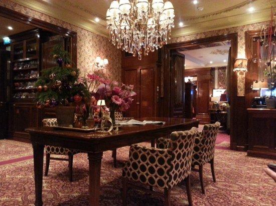 Hotel Estherea: Hotel lounge/reception area