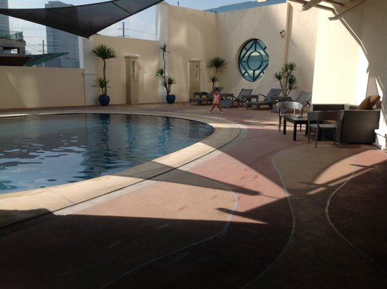 The Bellevue Manila: pool are - cold