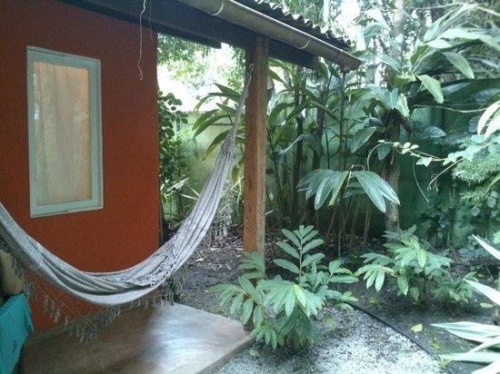 Jardim de Trancoso Pousada : rede e floresta no entorno do quarto 8