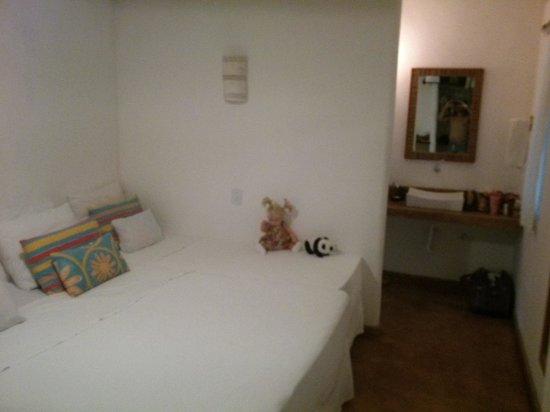 Jardim de Trancoso Pousada : quarto, com a cama de criança encostada na cama de casal.
