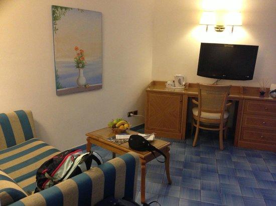 Hotel Bristol: sitting area/tv