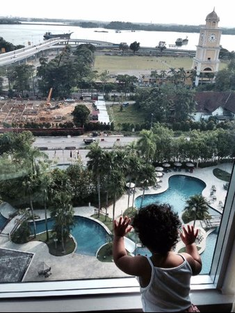 Thistle Johor Bahru: View from my room (Level 9) Look at our daughter enjoying the view!