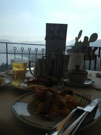 Hotel Bristol: breakfast area has an amazing view!