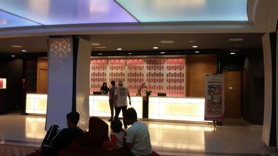 TH Hotel Kota Kinabalu: Hotel Lobby
