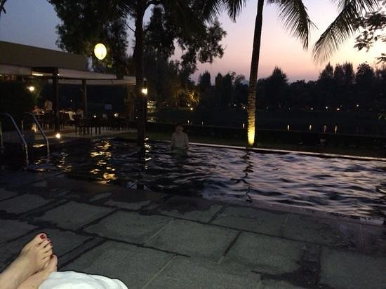 U Inchantree Kanchanaburi: evening swim in the pool