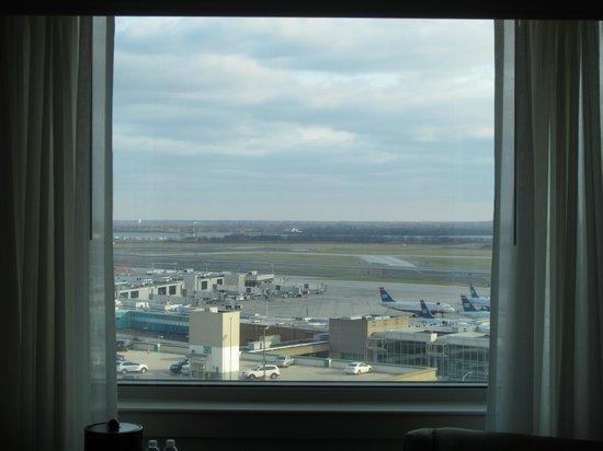 Philadelphia Airport Marriott: Runway view