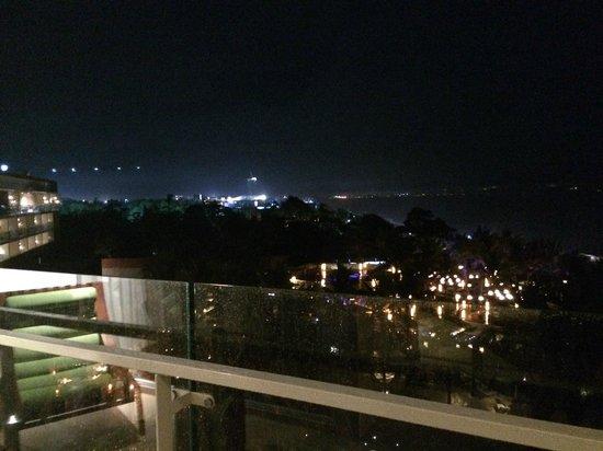 W Bali - Seminyak: Rainy view