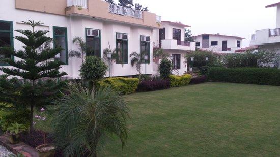 The Tiger Groove Corbett Resort: Outside of Restaurant