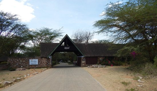 Keekorok Lodge-Sun Africa Hotels : The entrance to the lodge and grounds.