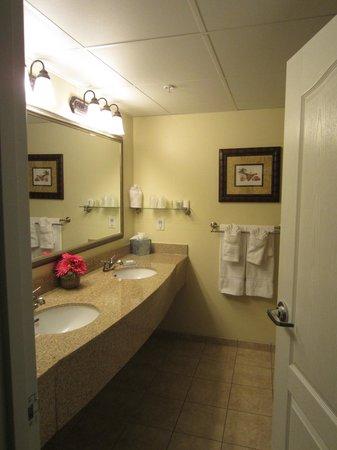 Hotel Rehoboth: Generously sized bathroom