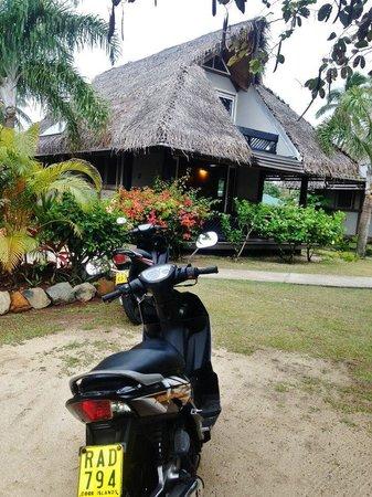 Lagoon Breeze Villas : Looking towards villa from parking