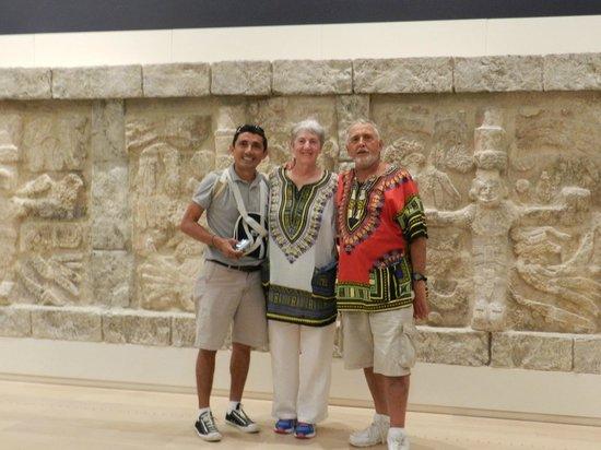Museo Maya de Cancun y Zona Arqueológica de San Miguelito: NICE POSE