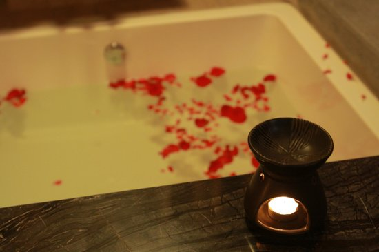 Yangshuo West Street Residence: Bathtub