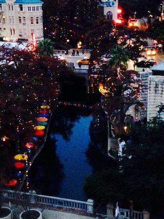 Hilton Palacio del Rio: View of RiverWalk from our corner balcony on 9th Floor