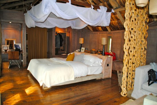 andBeyond Lake Manyara Tree Lodge: bed