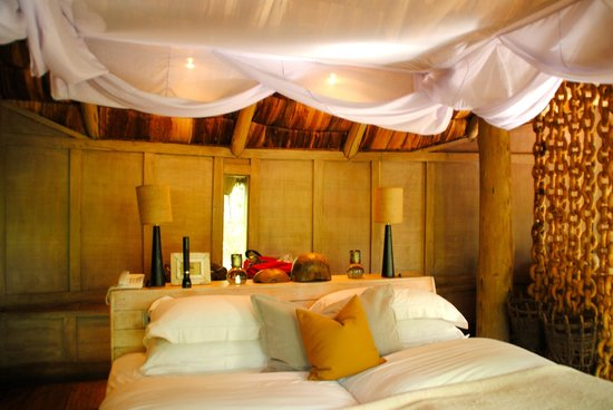 andBeyond Lake Manyara Tree Lodge : back of bed area