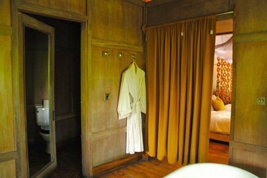 andBeyond Lake Manyara Tree Lodge : robes and slippers/water closet