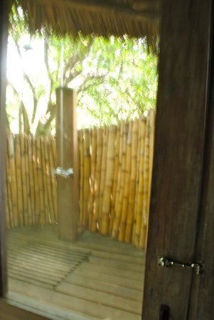 andBeyond Lake Manyara Tree Lodge : outdoor shower