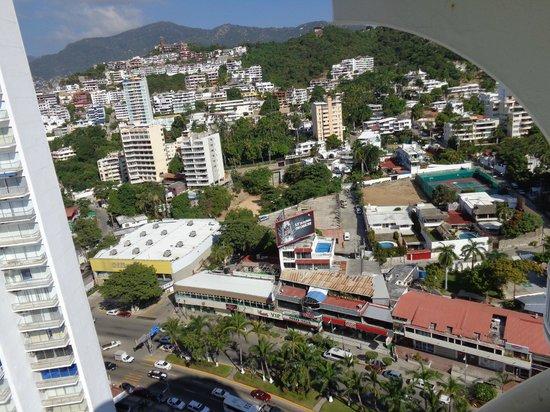 Calinda Beach Acapulco: la vista al blvd. Miguel A. Camacho