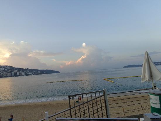 Calinda Beach Acapulco: vista desde la playa