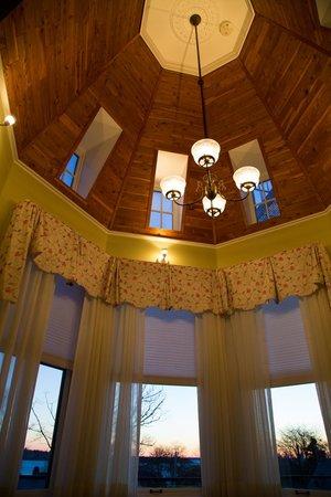 Cliffside Inn: Inside the tower room